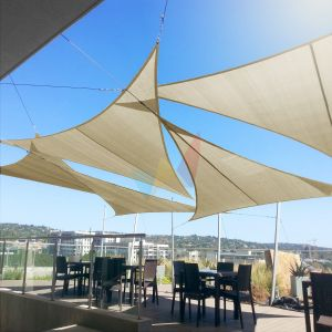 Real Scene Effect of 180GSM PE-Permeable No Grommet Curved Triangle Sun Shade Sail