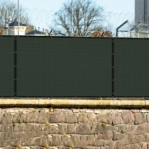 Real Scene Effect of 440GSM Vinyl Dark Green Privacy Fence Screen